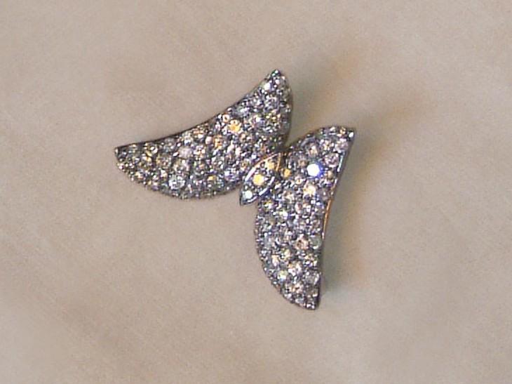 סיכת פרפר אר דקו עם יהלומים