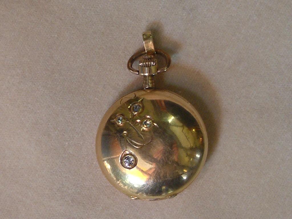 שעון זהב אר נובו וקמור עם יהלומים