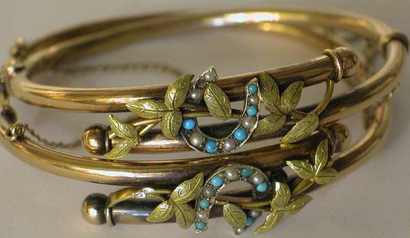 זוג צמידי זהב ויקטוריאניים עם טורקיזים ופנינים