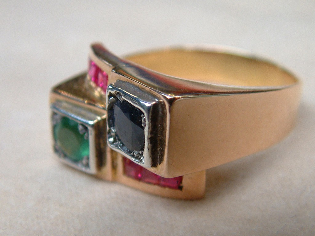 Fourties Ring with Rubies, Emerald and Blue Sapphire