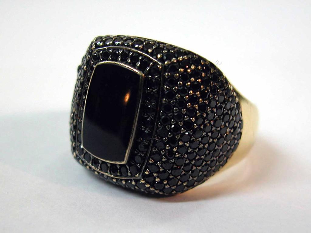 טבעת אבני אוניקס גדולה בעיצוב איטלקי