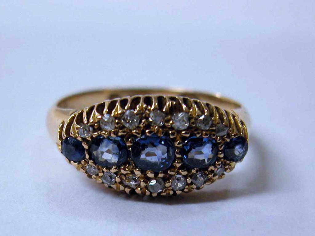 טבעת ויקטוריאנית עם 5 ספירים ודיאמנטים