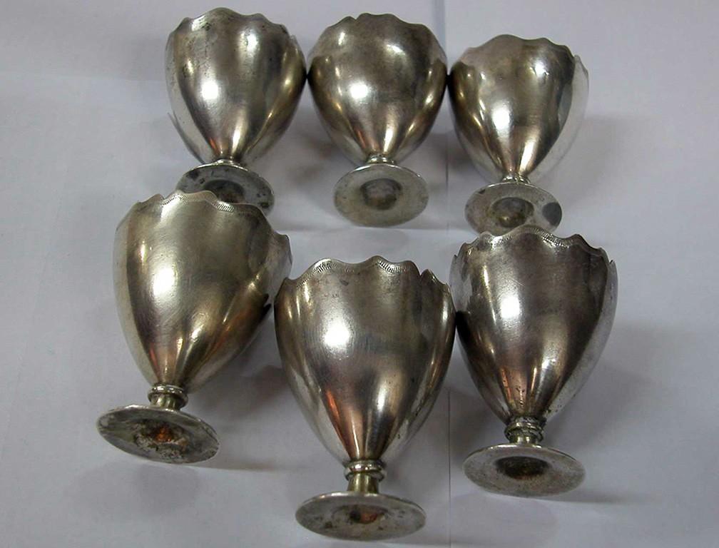 שישה גביעי כסף לביצים