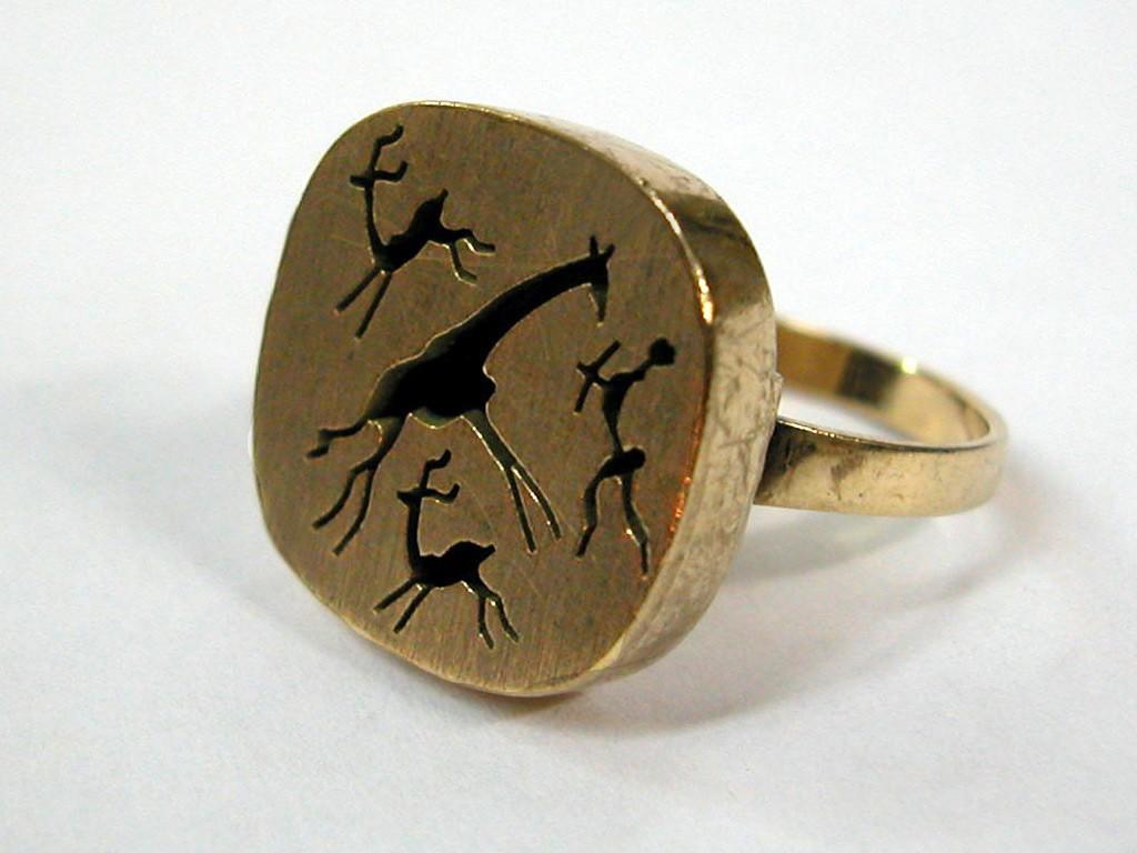 טבעת נדירה עם דמות ג'ירף בחיתוך יד