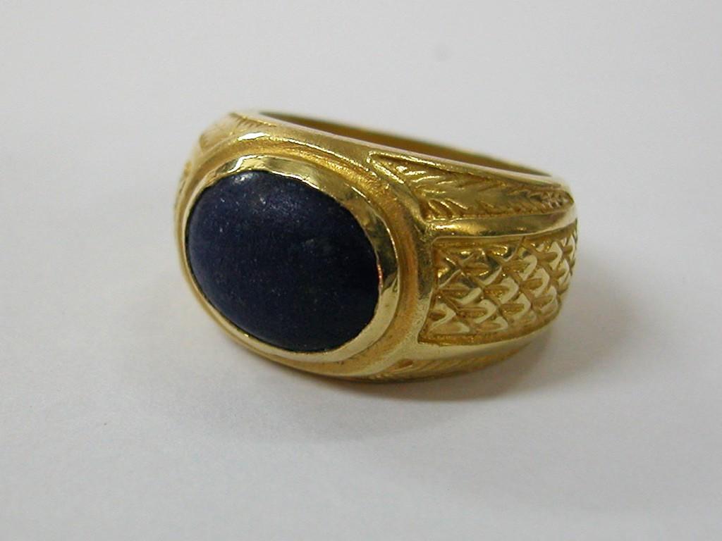 טבעת אליפסית עם אבן לאפיס