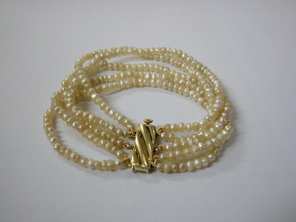 צמיד פניני בחריין וסוגר זהב