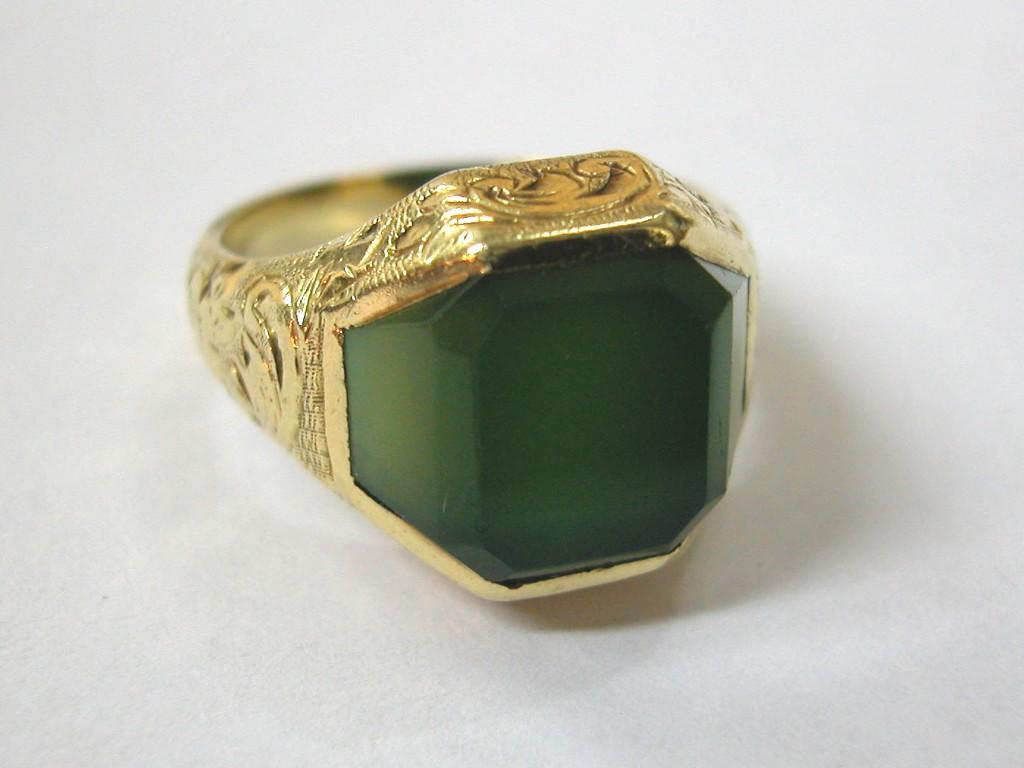 טבעת גברית עם אבן  אגאט ירוק בעיצוב ייחודי