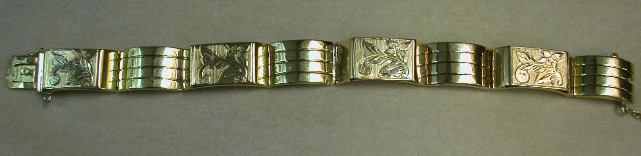 צמיד זהב מרשים משנות ה-40 עם עיטורים בעבודת יד
