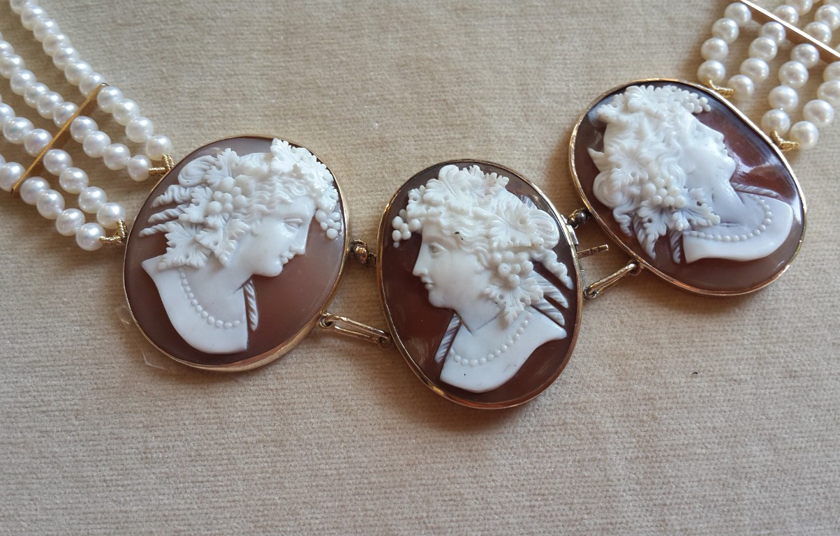 Antique Pearls Necklace with Three Cameos