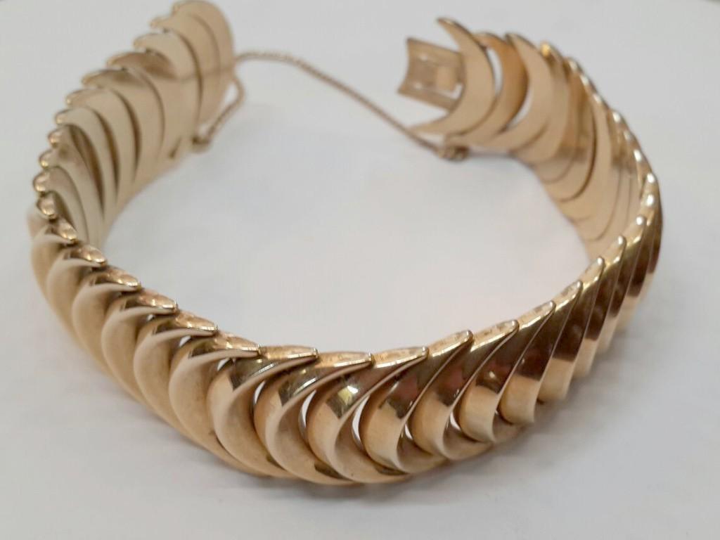 """צמיד זהב איכותי ו""""זורם"""" משנות החמישים"""