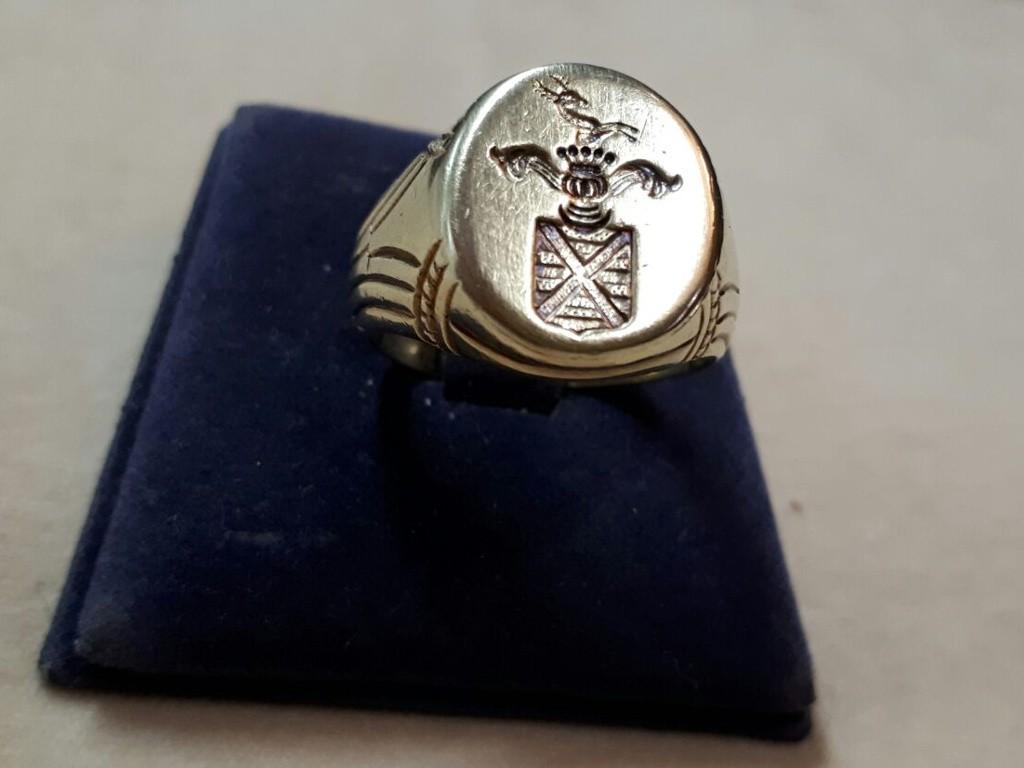 טבעת חותם עם אינטגליו של בית אצולה
