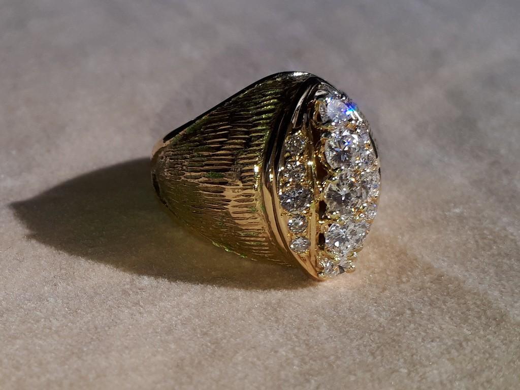 טבעת זהב קמורה משנות ה-40 עם יהלומים איכותיים ביותר