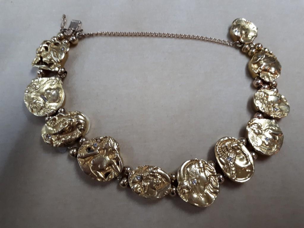צמיד זהב אר-נובו עם תליוני נשים יפהפיות ויהלומים קטנים
