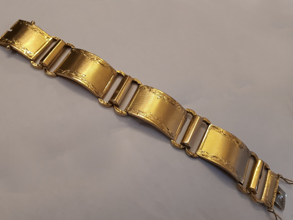 Gold 40s Bracelet with Beautiful Engraving