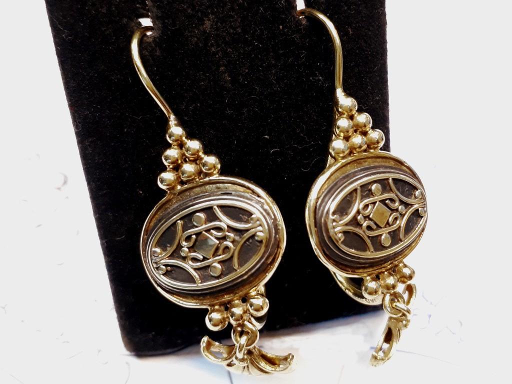 עגילי זהב נדירים 14 קאראט בסגנון ארנובו עם עבודת בלט ואמאייל שחור