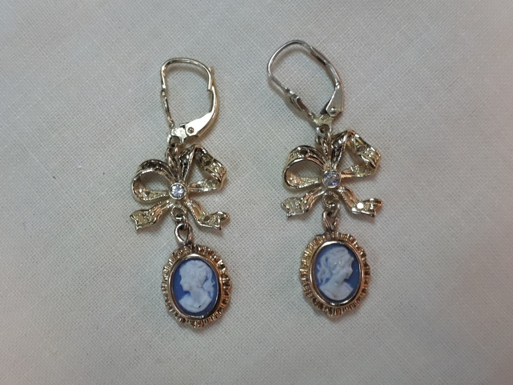 """Gold Earrings with Diamonds and Cameos """"Wedgewood"""""""