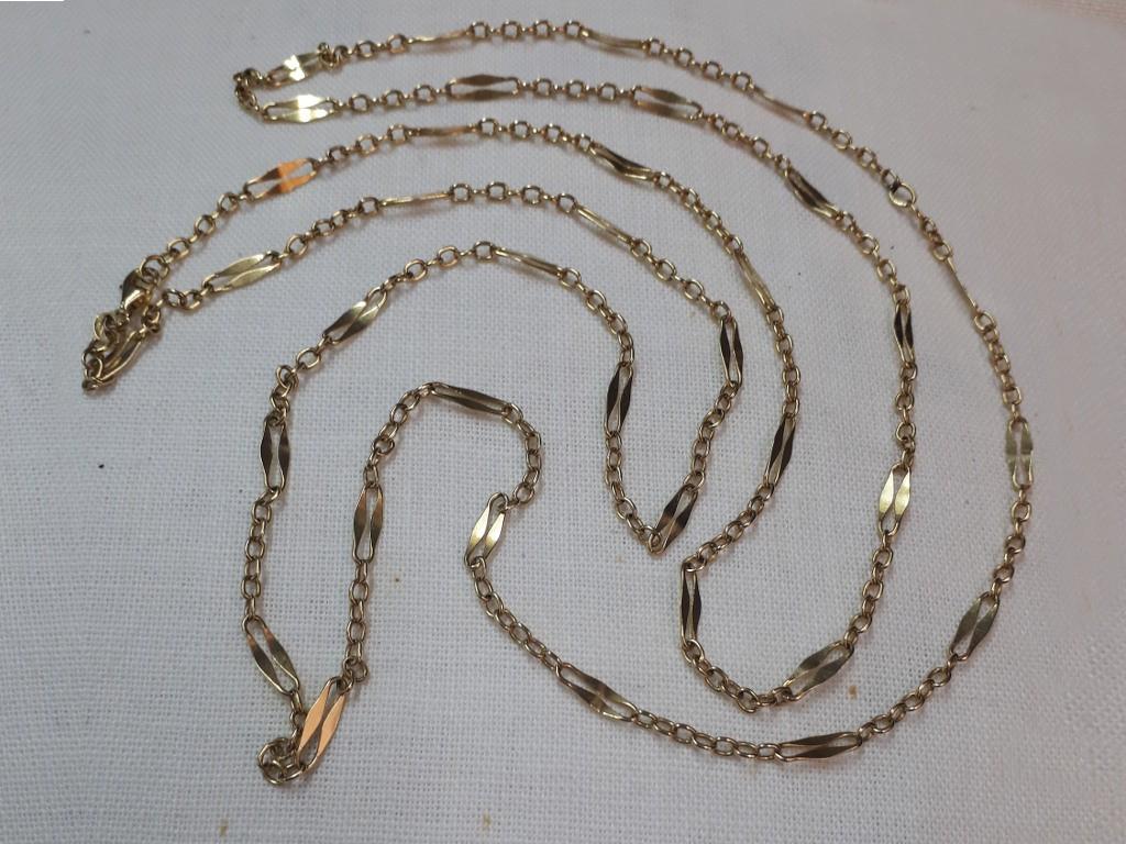 שרשרת זהב ארוכה עם חוליות מתחלפות לסרוגין - גדולות וקטנות
