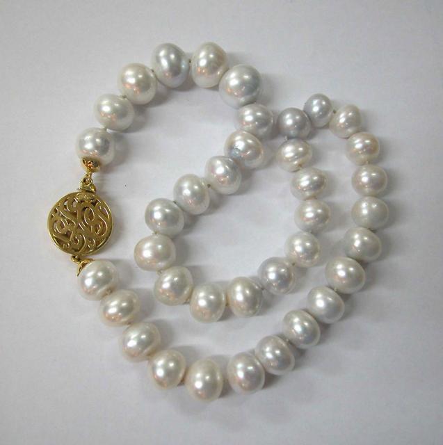 Pearls Necklace with Unique Lock