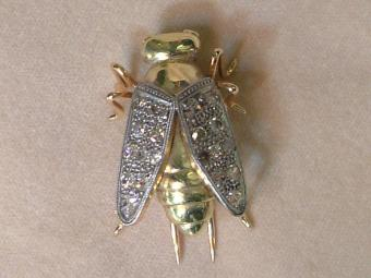 Bee Shaped Gold Brooch With Diamonds
