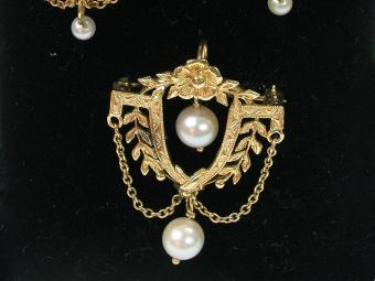 Victorian Pin with Hanging Pearls