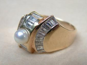 Sixties Ring with Baguette Diamonds and Pearl
