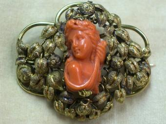 Beautiful Art-Nouveau Coral Brooch