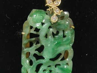 Beautiful Jade and Diamonds Pendant