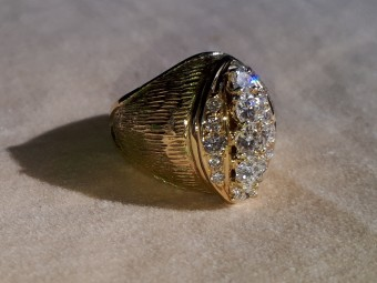 Curved 1940s Gold Ring with High Quality Diamonds