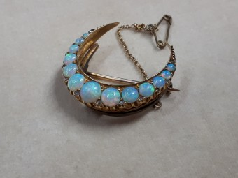 Gold Victorian Brooch with 13 Beautiful Opals