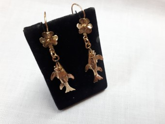 22 Karat Earrings Designed as Fish with Flowers