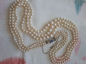 Beautiful Art Deco Sea Pearls Necklace with Gold, Diamonds and Sapphire Lock